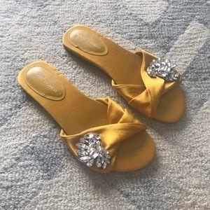 Marc Fisher mustard yellow sandal slides satin 8M